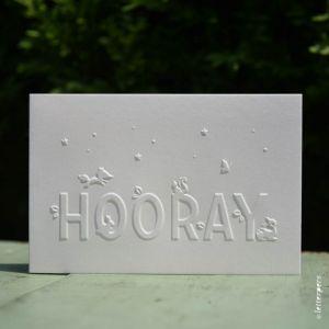 Wenskaart 'Hooray' wit ambachtelijk gedrukt in Letterpers