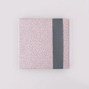 Cadeaupapier lila met beige dot (HOP) 1