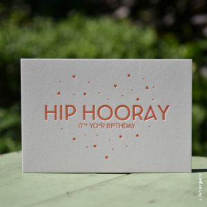 Wenskaart 'Hip Hooray' ambachtelijk gedrukt van Letterpers
