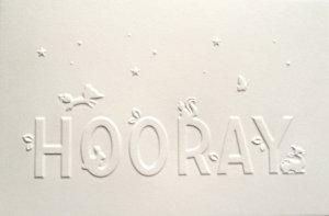 Wenskaart 'Hooray' wit ambachtelijk gedrukt in Letterpers 1
