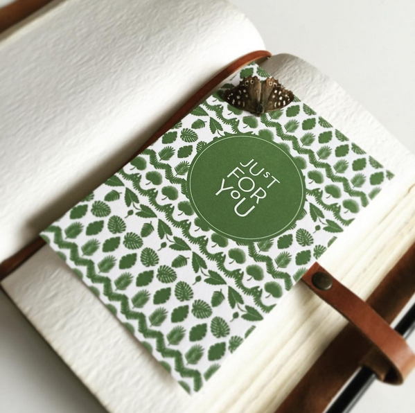 "Kaart ""Just for you"" groene blaadjes Letterpers"