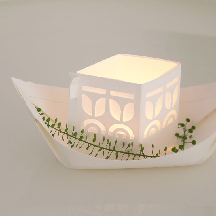 Papieren licht bootjes - Rejse Jurianne Matter