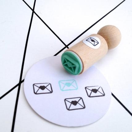 Mini stempel envelopje met hartje Miss Honeybird