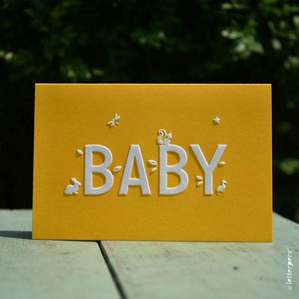 Baby kaart in geel met beestjes Letterpers